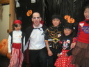 http://www.marks-english-school.com/news/2003halloween/9t.JPG